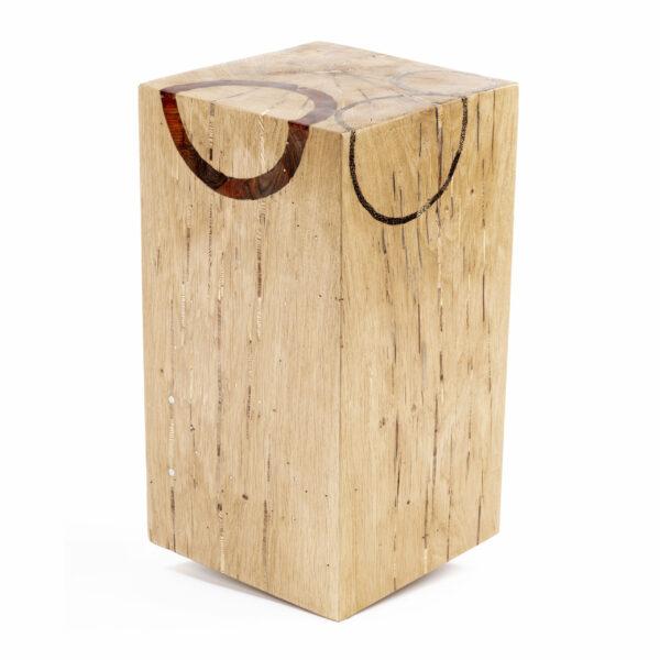 Cube en bois en Chêne massif. Tabouret, bloc, assise. Meuble original, design et unique sur mesure. Décoration d'intérieur