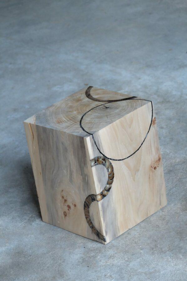 Cube en bois de Peuplier de Provence. Tabouret, bloc, assise. Meuble original, design et unique sur mesure. Décoration d'intérieur