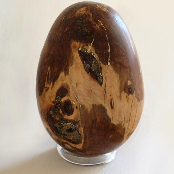 Œuf en bois d'Amandier. Objet de décoration design, originale et unique. Oeuvre sur mesure. Décoration d'intérieur.