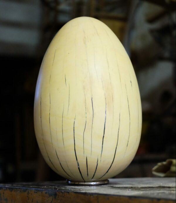 Œuf en bois de citronnier. Objet de décoration design, originale et unique. Oeuvre sur mesure. Décoration d'intérieur.