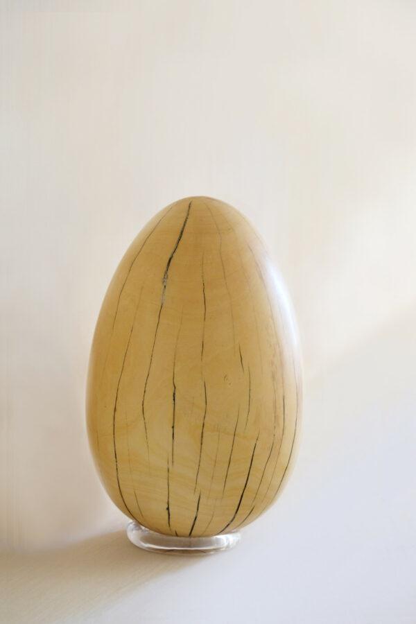 Œuf en bois de citronnier. Objet de décoration design, originale et unique. Œuvre sur mesure. Décoration d'intérieur.