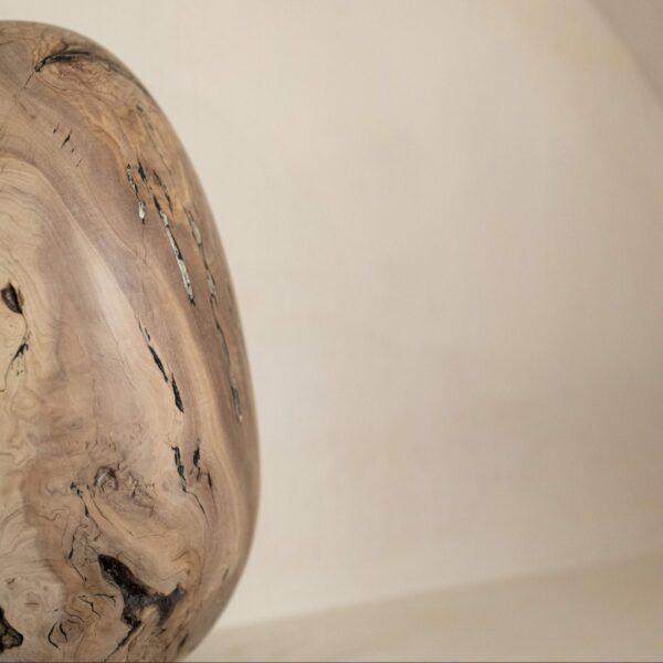 Œuf en bois d'olivier.Objet de décoration design, originale et unique. Oeuvre sur mesure. Décoration d'intérieur.