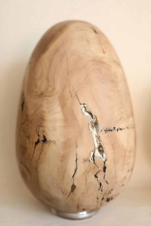 Œuf en bois d'olivier. Objet de décoration design, originale et unique. Oeuvre sur mesure. Décoration d'intérieur.