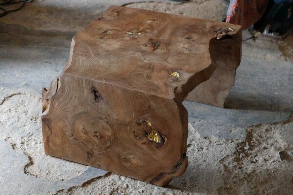 Table basse en bois massif. Orme ramageux. Meuble design, unique et originale. Table sur mesure. Décoration d'intérieur