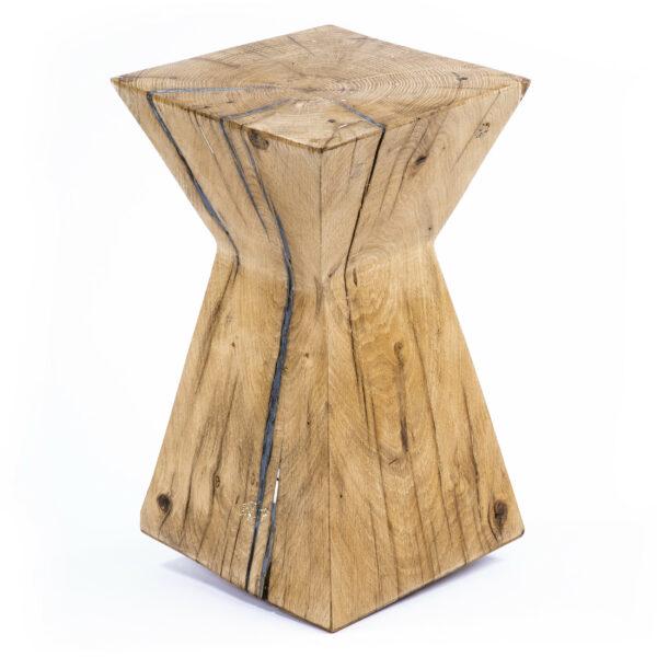 Tabouret en bois Nagato. Chêne massif. Objet de décoration. Bloc . Meuble original, design en série limitée. Décoration d'intérieur