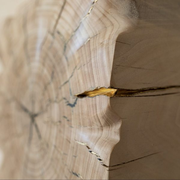 Détail carré en bois massif - incrustation laiton - collection joyau